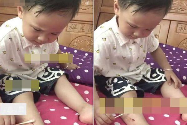 Không may bị thương chảy máu, cậu bé 3 tuổi bình tĩnh tự lau vết thương, còn an ủi ngược mẹ 1 câu khiến dân mạng khen rầm rầm
