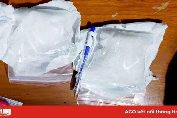 Bắt giữ đôi tình nhân mua bán ma túy đá