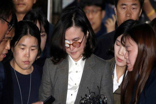 Hàn Quốc bắt vợ cựu bộ trưởng tư pháp có con dựa hơi cha để vào ĐH