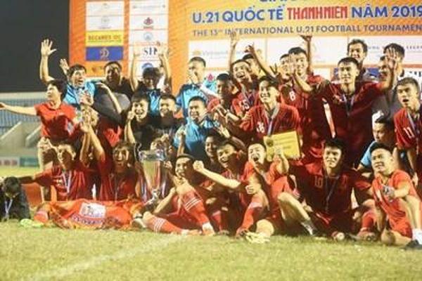 Thêm một đội bóng của Việt Nam lên ngôi vô địch