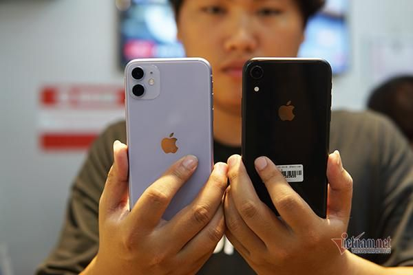 iPhone 11 xách tay giảm giá mạnh, nên mua hay không?