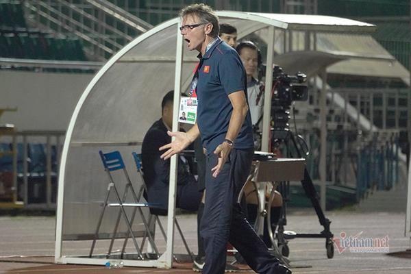 HLV Philippe Trouisser kém vui về chiến thắng của U19 Việt Nam