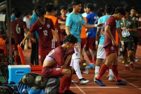 Cầu thủ Thái Lan bật khóc sau trận thua U19 Campuchia