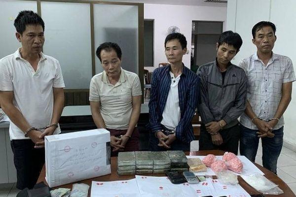 Thưởng nóng ban chuyên án phá vụ 3 anh em ruột bán ma túy ở TP.HCM