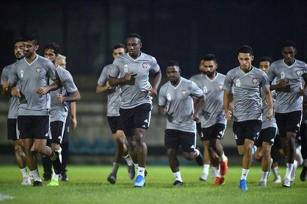Sợ thua Việt Nam, HLV UAE bắt cầu thủ tập nặng