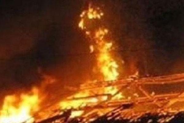 Phóng hỏa đốt nhà hàng xóm vì nghi ngờ bị bỏ bùa