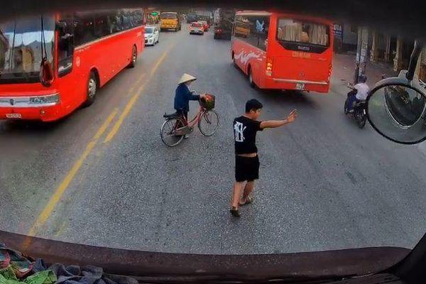 Ấm lòng trước hành động đẹp của giới tài xế