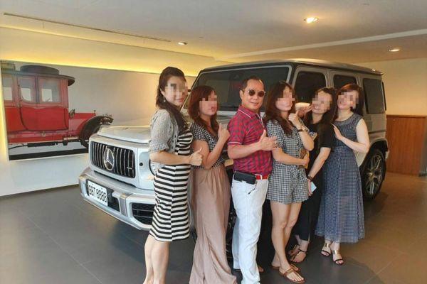Lộ diện đại gia khoe sống hạnh phúc cùng 4 vợ, 16 nhân tình