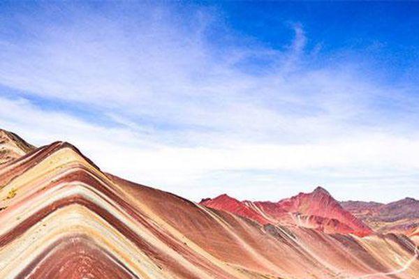 Chiêm ngưỡng ngọn núi 'cầu vồng' có màu sắc sặc sỡ ở Peru