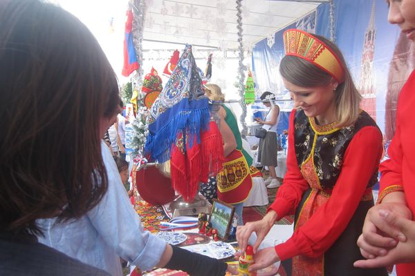 Câu lạc bộ Phụ nữ quốc tế Hà Nội 'tô màu tương lai' cho những số phận thiệt thòi