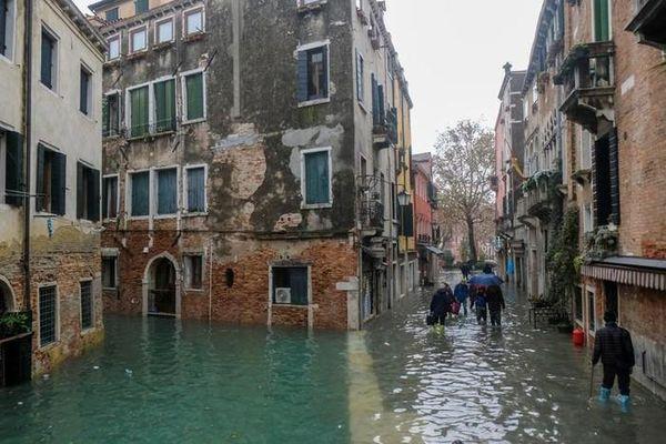 Thành Venice bị nước tấn công