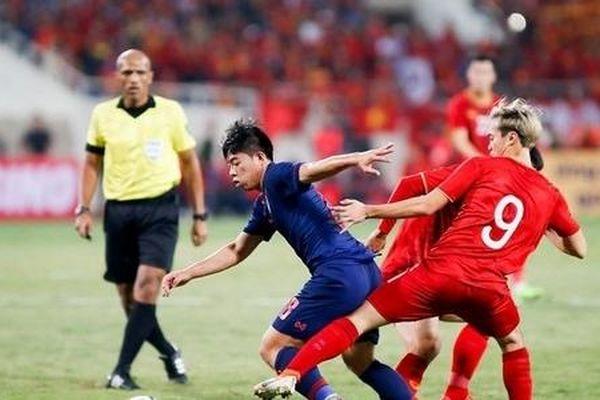 HLV Nishino bị chỉ trích vì chậm thay người trong trận đấu với Việt Nam