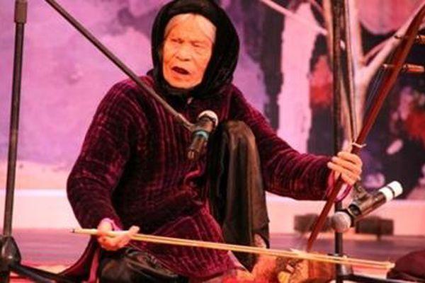 Nghệ thuật hát xẩm: Phát triển hay lãng quên?