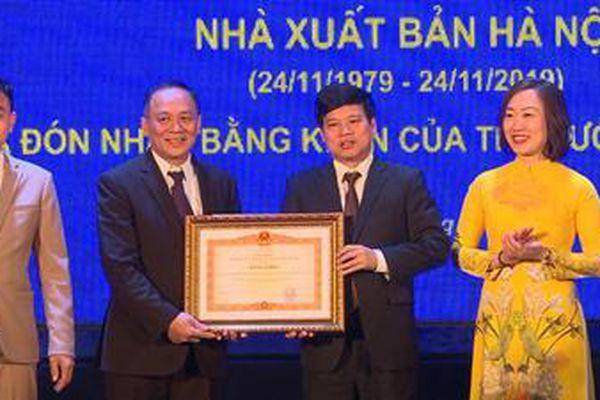 Nhà xuất bản Hà Nội nhận Bằng khen của Thủ tướng Chính phủ