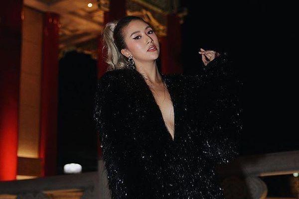 Quỳnh Anh Shyn diện mốt không nội y, Kaity Nguyễn khoe dáng với bikini
