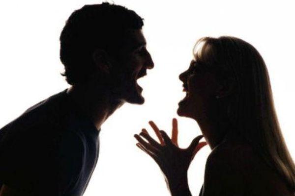 Mâu thuẫn với vợ, người đàn ông dùng cưa cứa cổ tự tử