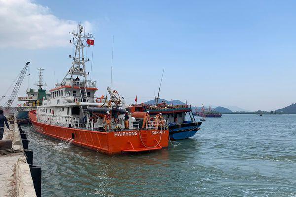 Cứu 6 thuyền viên Nam Định gặp nạn do ảnh hưởng của siêu bão Kammuri