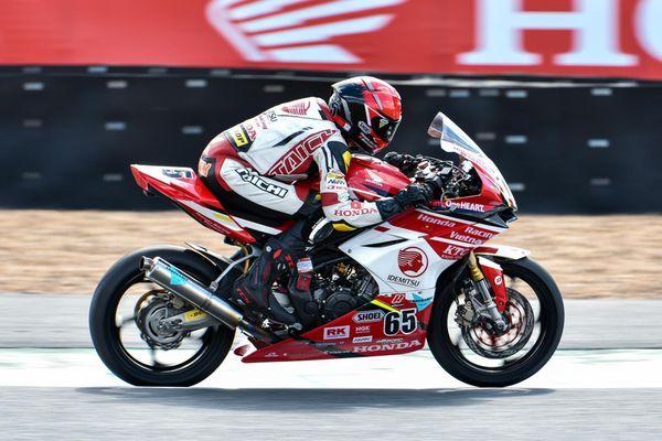 Cao Việt Nam - tay đua Việt tung hoành trên đường đua môtô quốc tế