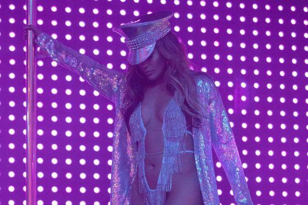 'Hustlers' - Jennifer Lopez xuất sắc trong vai 'chị đại' vũ nữ thoát y