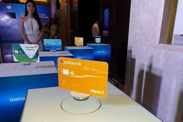 Mới có 10% thẻ ATM chuyển từ thẻ từ sang chip