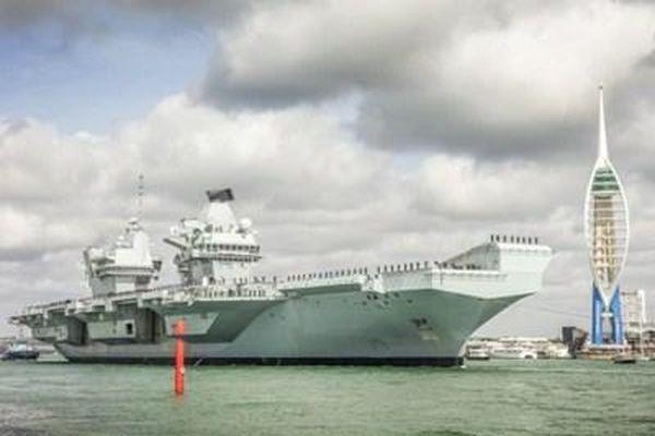 Hải quân Anh chính thức tiếp nhận tàu sân bay Hoàng tử xứ Wales