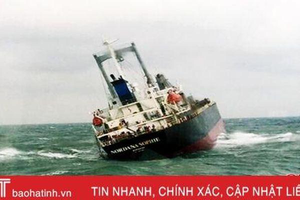 Trong ngày 14/12 phải có phương án xử lý tàu chìm ở cảng Sơn Dương