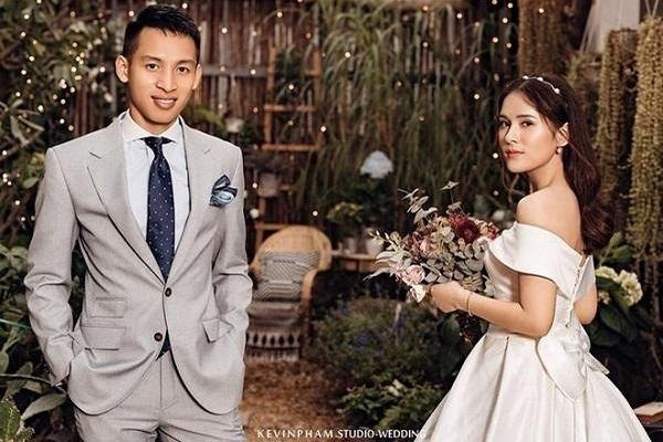 Chuyện tình ngọt ngào của Đỗ Hùng Dũng và 'hot girl xứ Tuyên'