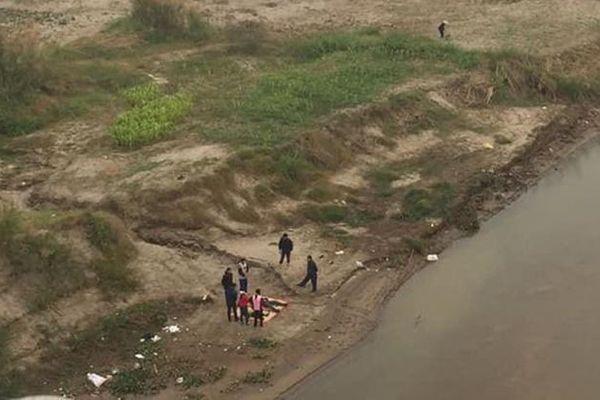 Xác định danh tính hai cha con tử vong dưới sông Hồng: Cha đón con đi ăn cỗ nhiều ngày nhưng không thấy về