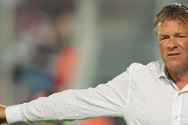 Em trai của HLV trưởng tuyển Hà Lan bị sa thải