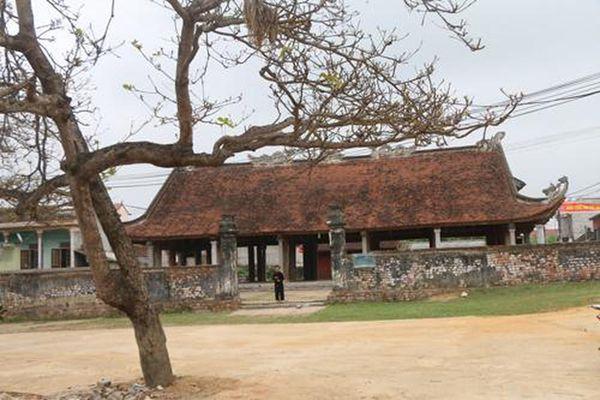 Không gian công trong làng Việt truyền thống