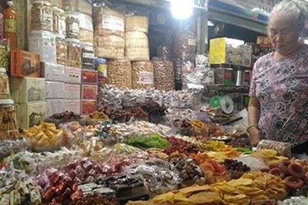 Kiểm soát thị trường bánh kẹo Tết