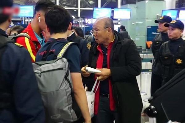 Những hành động 'đốn tim' của ông Park dành cho học trò