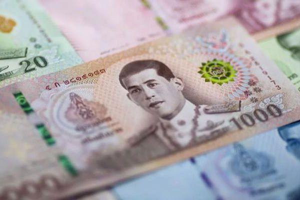Thái Lan giữ lãi suất siêu thấp, hạ dự báo tăng trưởng kinh tế