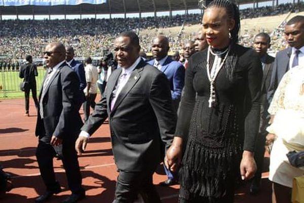 Vợ Phó Tổng thống Zimbabwe ra tòa vì tội giết chồng