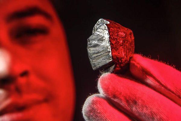 Tìm ra khoáng chất chưa từng thấy trong tự nhiên