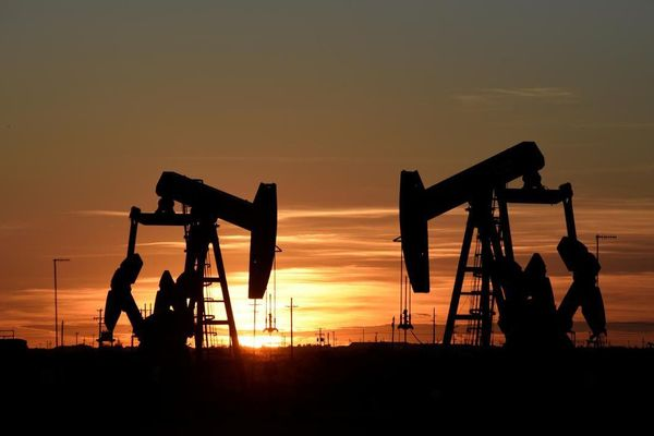 Giá dầu lên cao nhất hơn 3 tháng