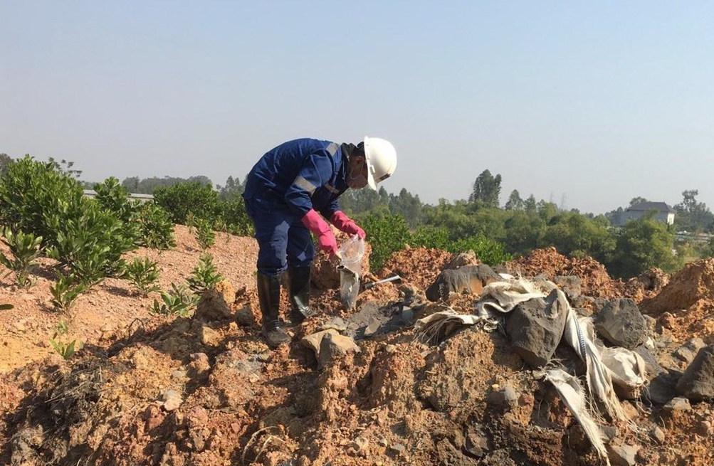 Vụ chôn trộm chất thải tại Sóc Sơn: Không phải là chất thải nguy hại