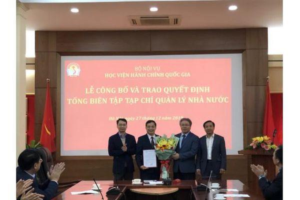 Trao Quyết định bổ nhiệm đồng chí Nguyễn Quang Vinh giữ chức Tổng Biên tập Tạp chí Quản lý nhà nước