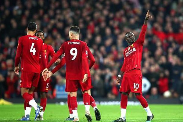 Thắng Wolves nhờ VAR, Liverpool tiếp tục thống trị Premier League