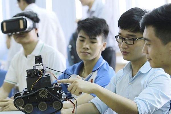Nhiều trường đại học ở TP.HCM đua nhau mở ngành liên quan robot, AI