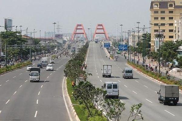 Hà Nội phân luồng, tổ chức giao thông trên đường Phạm Văn Đồng