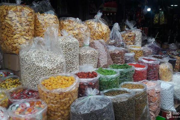 Bánh kẹo, mứt Tết '3 không' tràn ngập thị trường Nghệ An