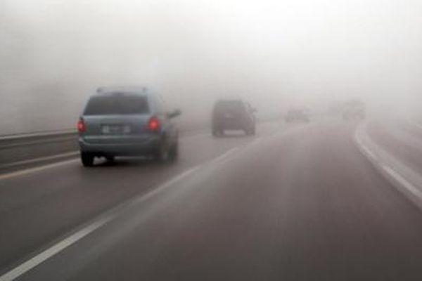 Cảnh báo lái xe ô tô trong sương mù để tránh rủi ro đáng tiếc