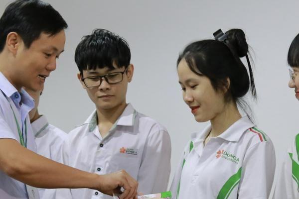 Đà Nẵng: Trao hàng trăm vé xe tết miễn phí cho sinh viên nghèo