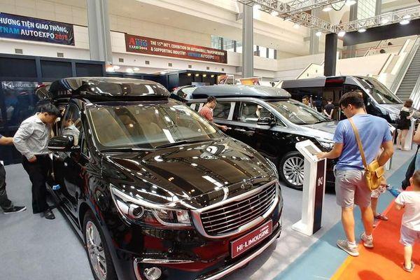 Xe nhập khẩu về ồ ạt, thị trường ô tô Việt cán mốc 400 nghìn xe