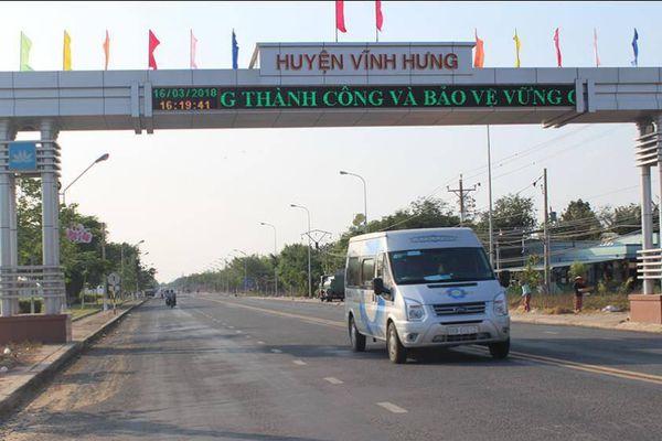 Huyện vùng sâu biên giới Vĩnh Hưng không còn đường đất đến xã