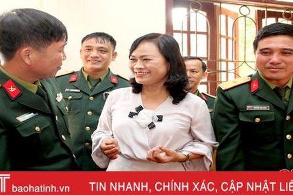 Phó Chủ tịch Thường trực HĐND tỉnh Hà Tĩnh chúc tết các đơn vị ở Thạch Hà