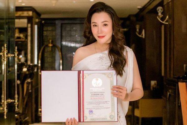 Tổ chức Hồng Thập Tự quốc tế I.U.R.C Anh Quốc tuyên trao bằng chứng nhận những giá trị nhân loại cho Hồ Quỳnh Hương