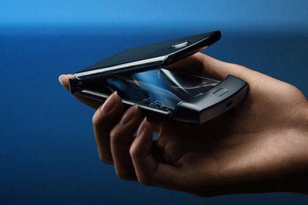 Motorola tuyên bố ra Razr có thể gập lại vào tháng 2