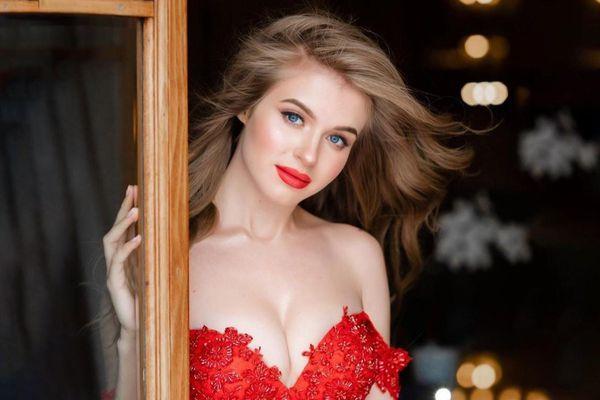 Nhan sắc 10 hoa hậu đẹp nhất năm 2019